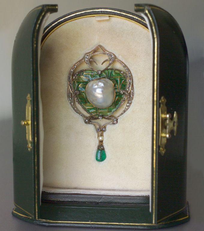 FONSEQUE ET OLIVE An Impressive Art Nouveau Brooch/Pendant image 4