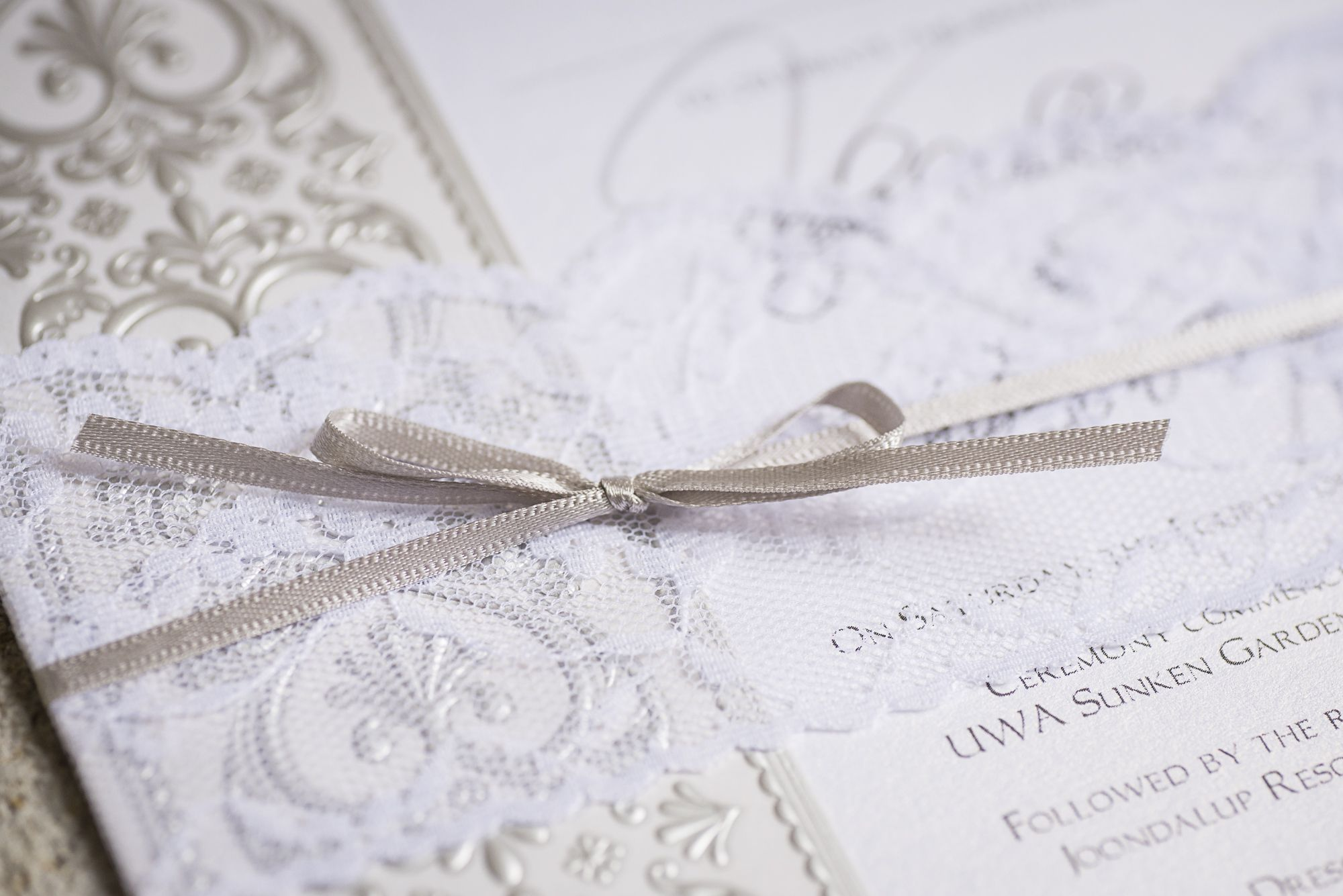 Such gorgeous finishing on these invites