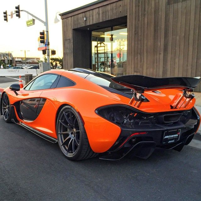 The McLaren Accelerates From 0   100 Km/h   62 Mph) In Just 3 Seconds And  The Car Has A Top Speed Of 333 Km/h Mph).