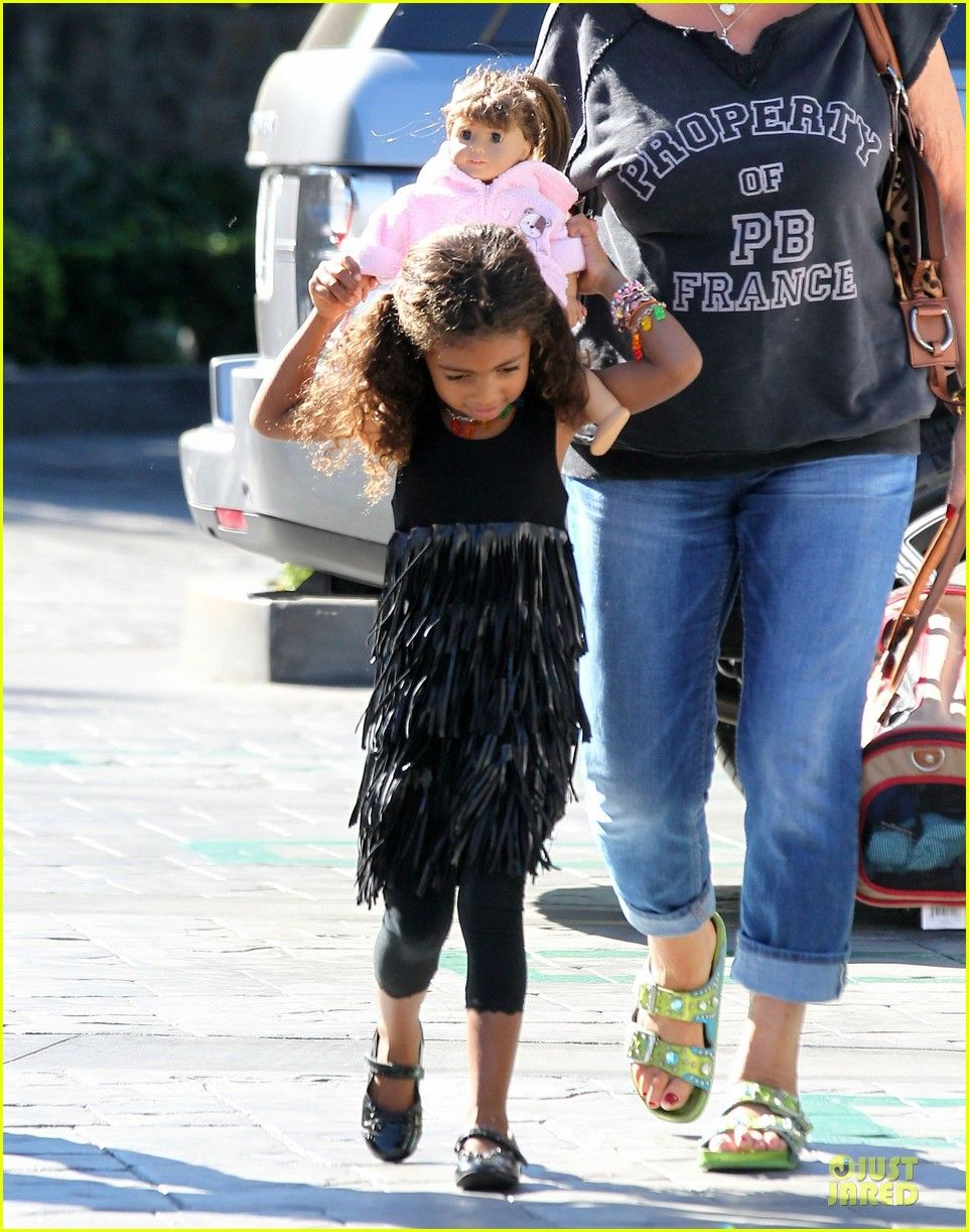 Heidi Klum gets coffee with her daughter Lou on November 14, 2013