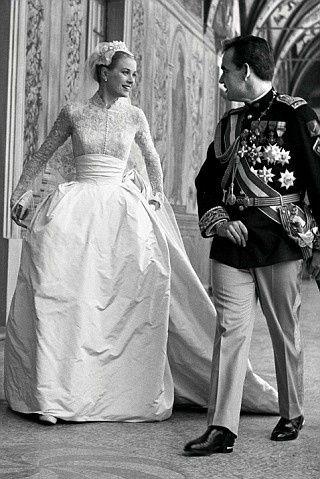 Grace Kelly at her wedding to Prince Rainier III of Monaco ... 44bc63a3813b