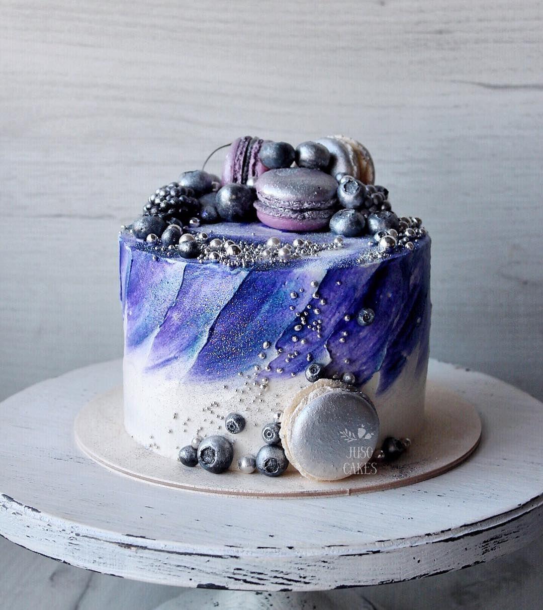 Изготавливаем торт из конфет и сока с сюрпризом
