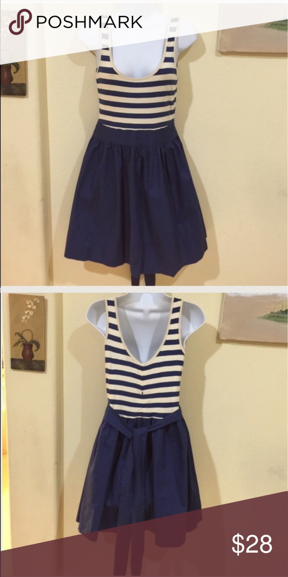 Top Shop cream and blue nautical style dress Gently worn size 6 , zipper in the back , you can make a bow with the straps , 32 inches from top to bottom, cotton 🌟REASONABLE OFFeRS ACCEPTED🌟 Topshop Dresses
