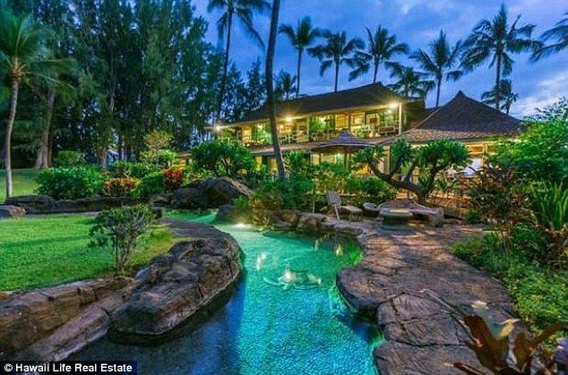 canadian singer songwriter neil young is selling his big island hawaii beach - Big Mansions With Pools On The Beach