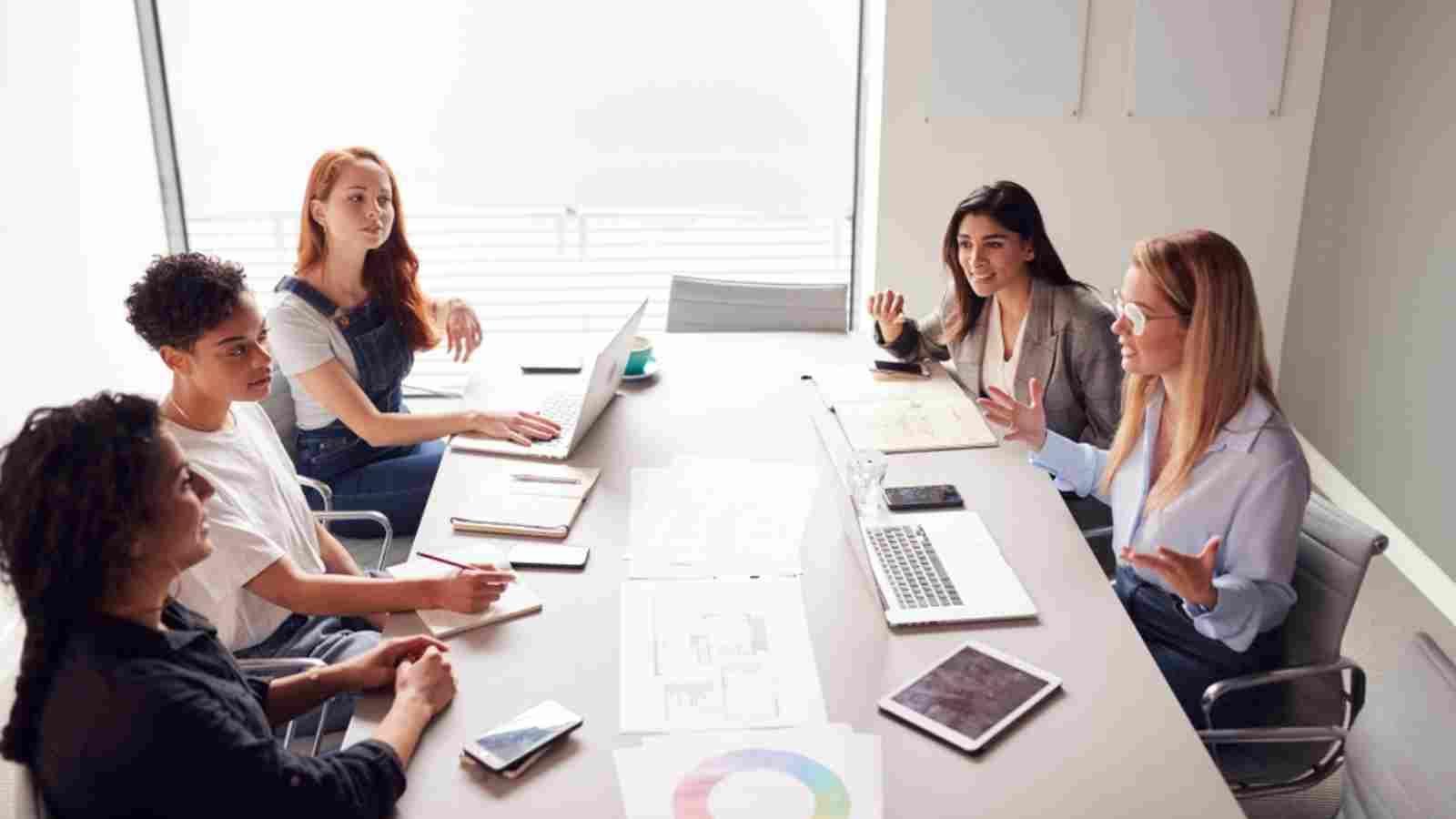 خصائص أنثى برج العقرب العامة Christian Friends Business Women Reading Groups