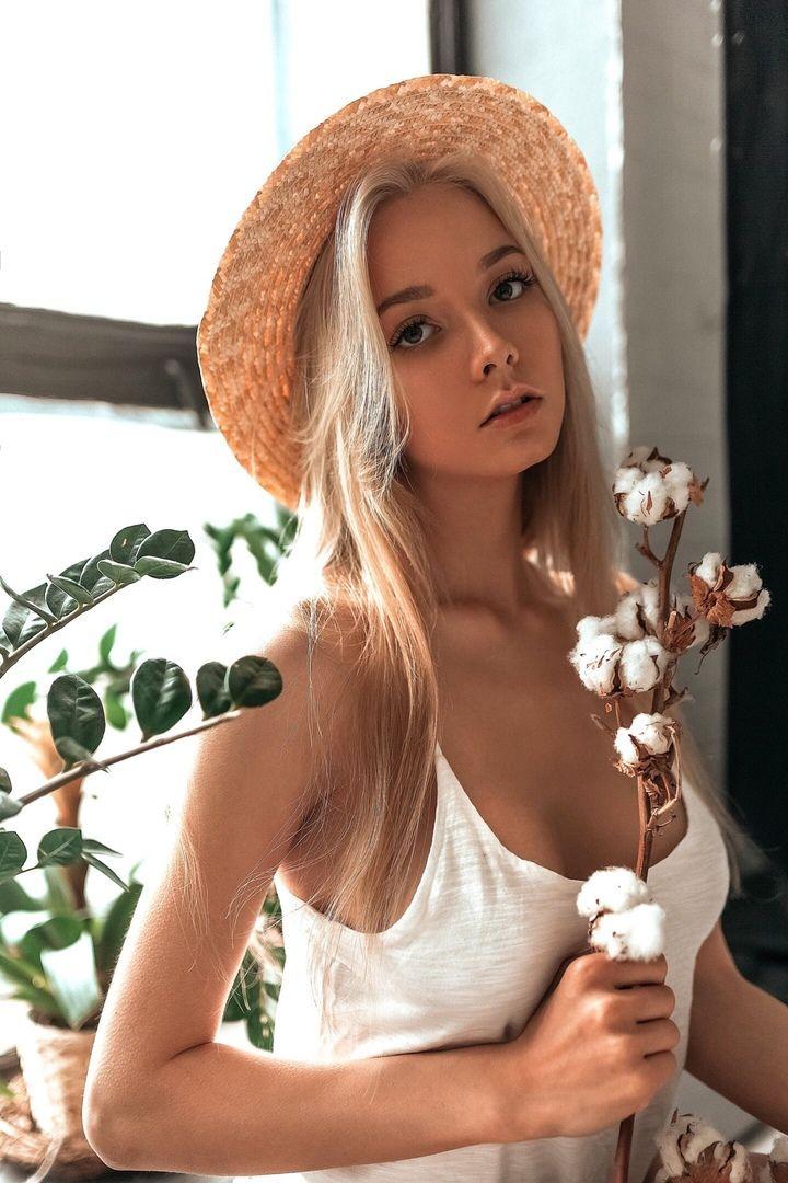 Молодые веб модели русские бренд баленсиага история