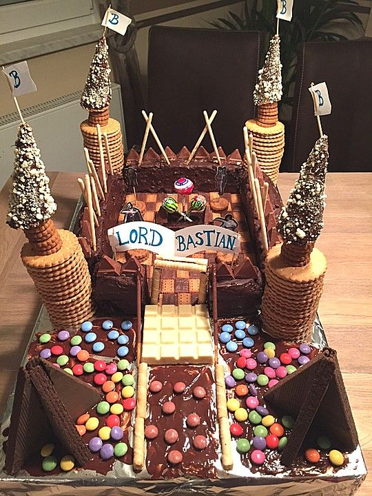 Ritterburg  KinderKuchen  Birthday Cake Cake und Kids meals