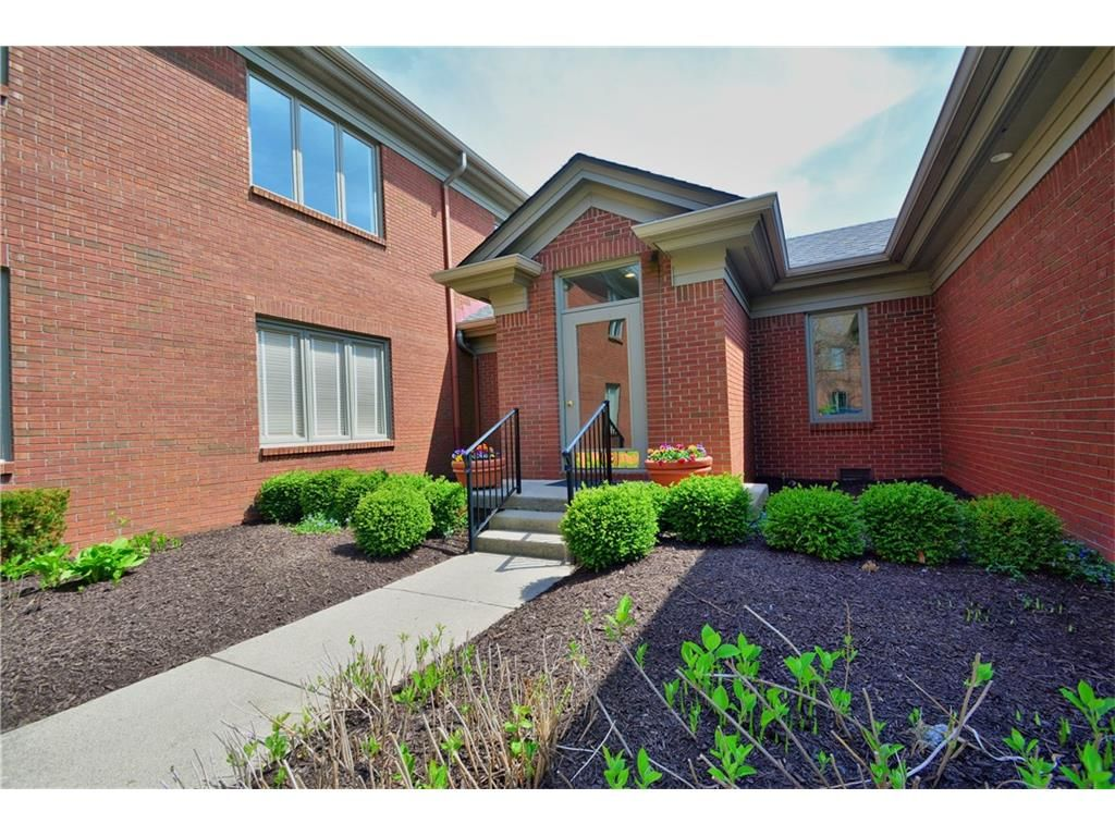 Condotownhome property for sale with 2 beds 3 baths in