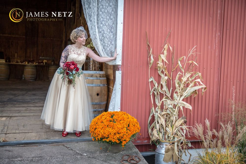 Country theme fall wedding - Image by JNP