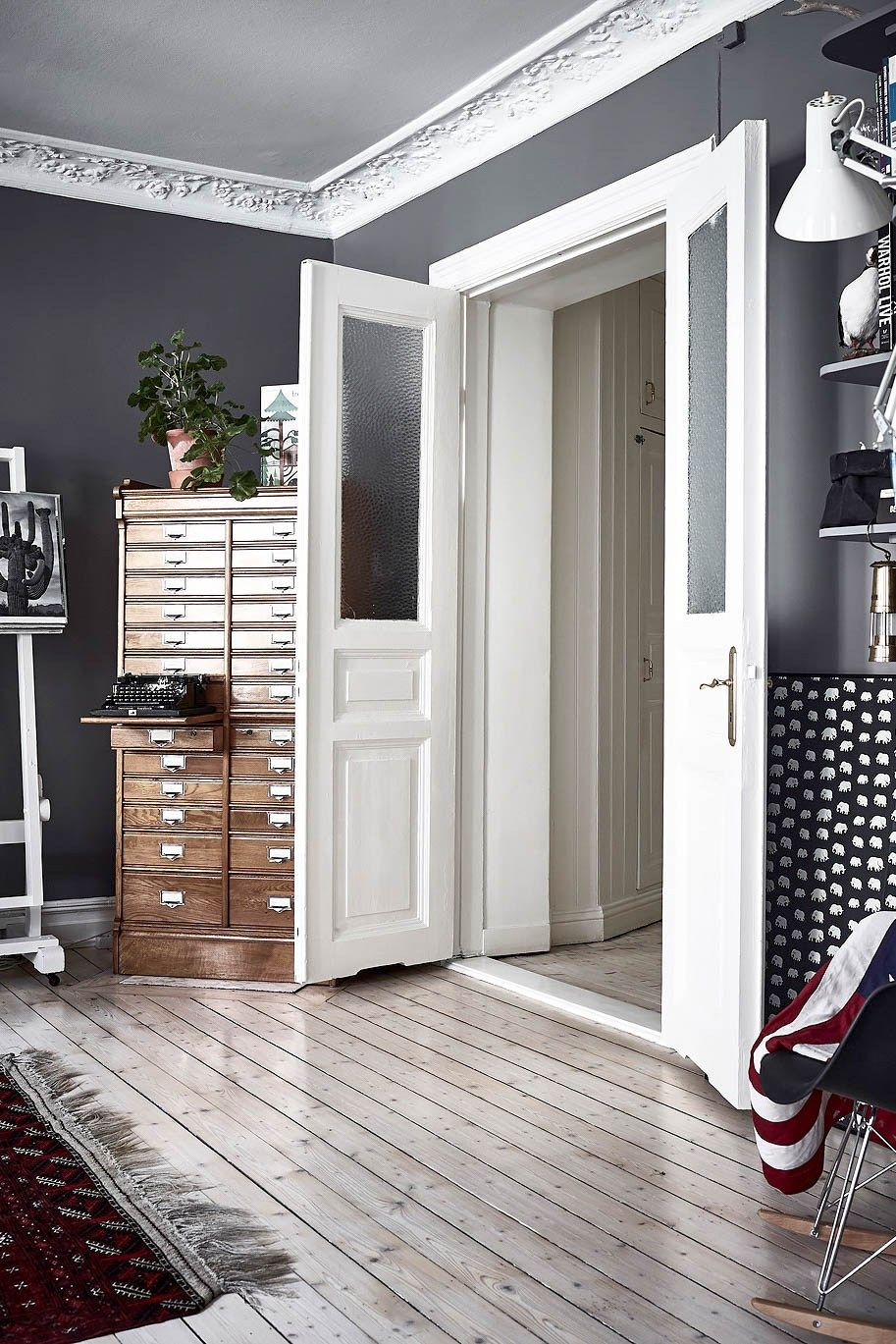 aufger umt mit system um sch n wohnen zu k nnen brauchen wir platz und ordnung und folglich. Black Bedroom Furniture Sets. Home Design Ideas