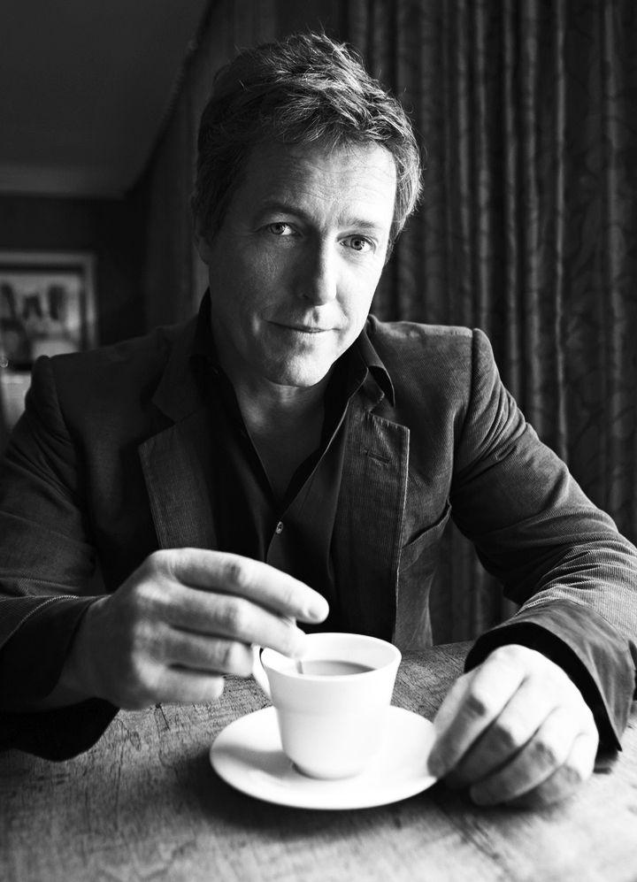 Resultado de imagen para Hugh Grant tomando cafe