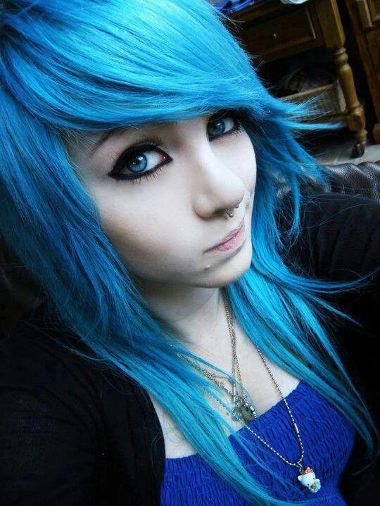 Amber McCrackin emo girl blue hair blue eyes: | o.........t ...