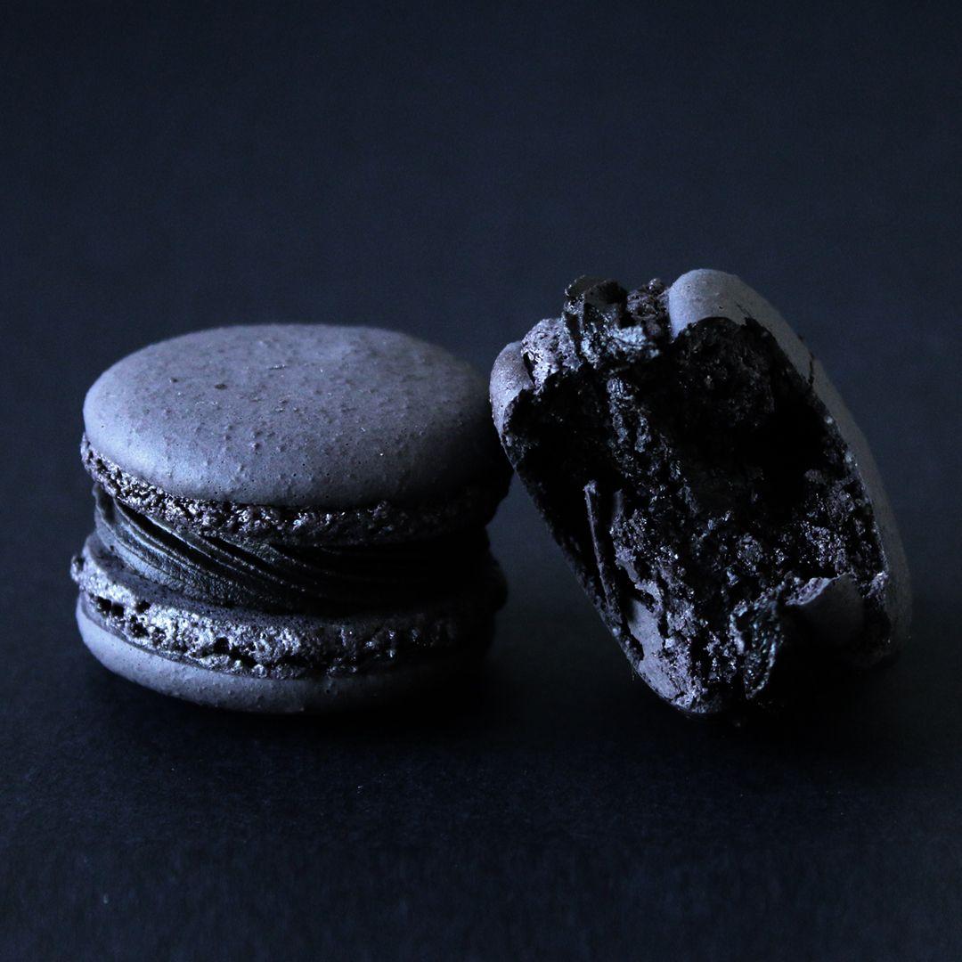Black Truffle Macarons #halloweenmacarons
