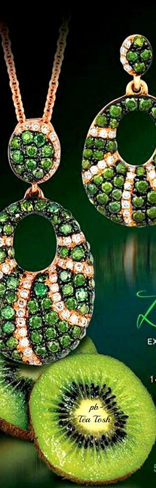 ❇Téa Tosh❇Kiwiberry Green Diamonds, Vanilla Diamonds, Set in Strawberry Gold