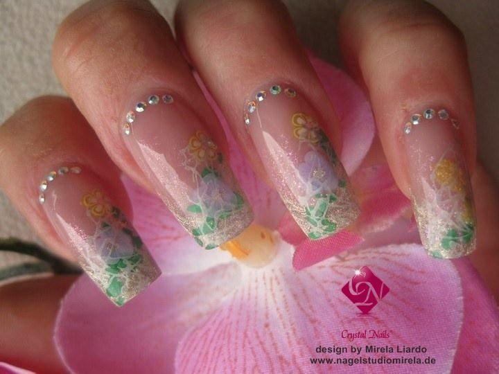 Super schöne lange Nails mit Strasssteinen und Blumenstamping