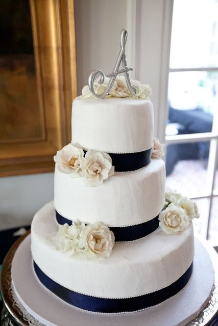 4Navy and White Wedding Ideas