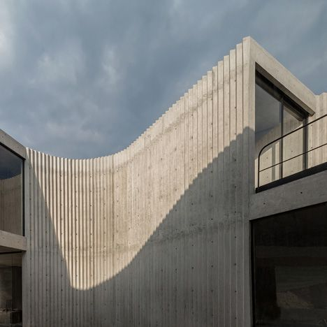 Mexican Office Cherem Arquitectos Has Designed A Concrete House With A Corrugated Exterior For A Family Concrete House Concrete Architecture Concrete Structure