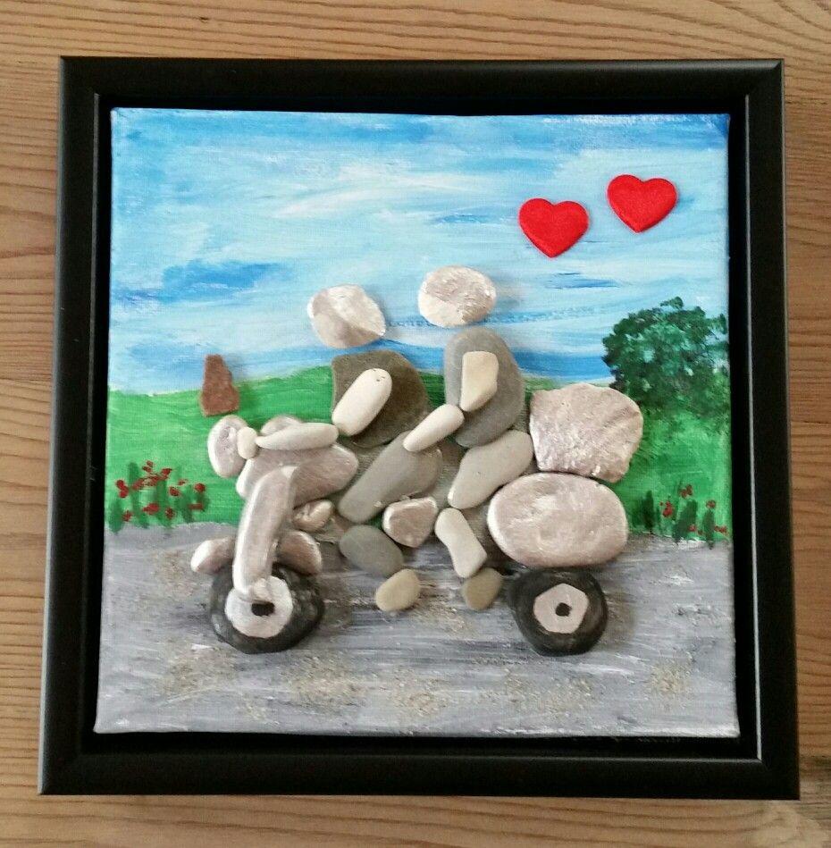 21 12 17 Billede Til Birger Malet Med Akryl Maling Pa Laerred Og Dekoreret Med Flade Sten De Fleste Fundet Pa Fur Stenen Tegels Stenen Tegels