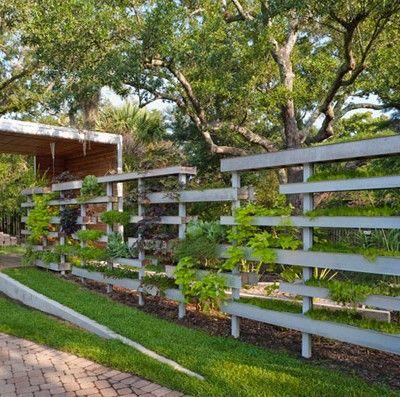 Pawilon ogrodowy dla mieszkańców Nowego Orleanu powstał na fali odbudowy miasta po huraganie Katrina. Jego autorzy z grupy Buildingstudio postanowili wykorzystać tę okazję by wprowadzić więcej zieleni do miasta.  http://www.sztuka-krajobrazu.pl/278/slajdy/projekt-ogrodu-pawilon-z-odzysku