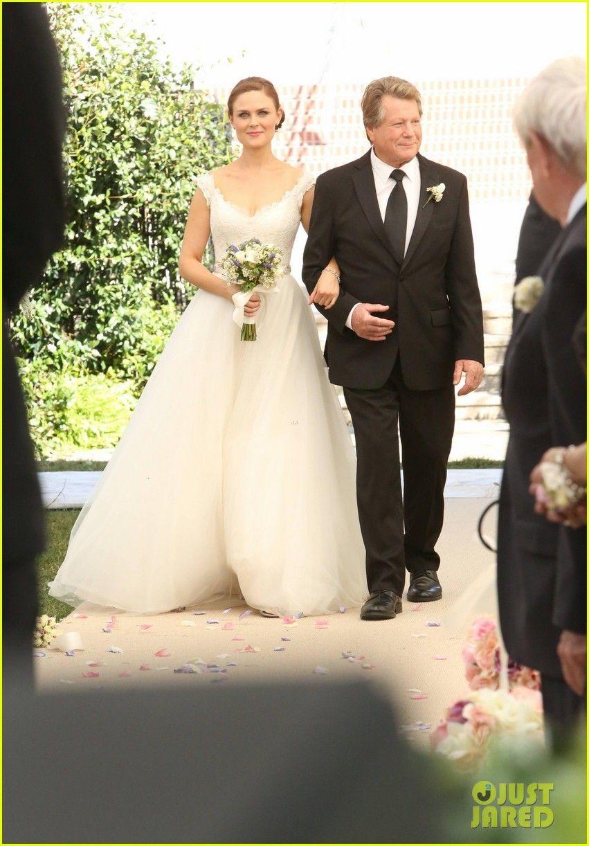 Deschanel Emily wedding dress forecast to wear in spring in 2019