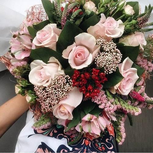 اجمل صور بوكيه ورد كبير و صغير و فرنسي اجمل الالوان و الصور فوائد زراعة الورد صور اجمل 15 بوكيه ورد كبير صور اج Pretty Flowers Rose Bouquet Floral Wreath