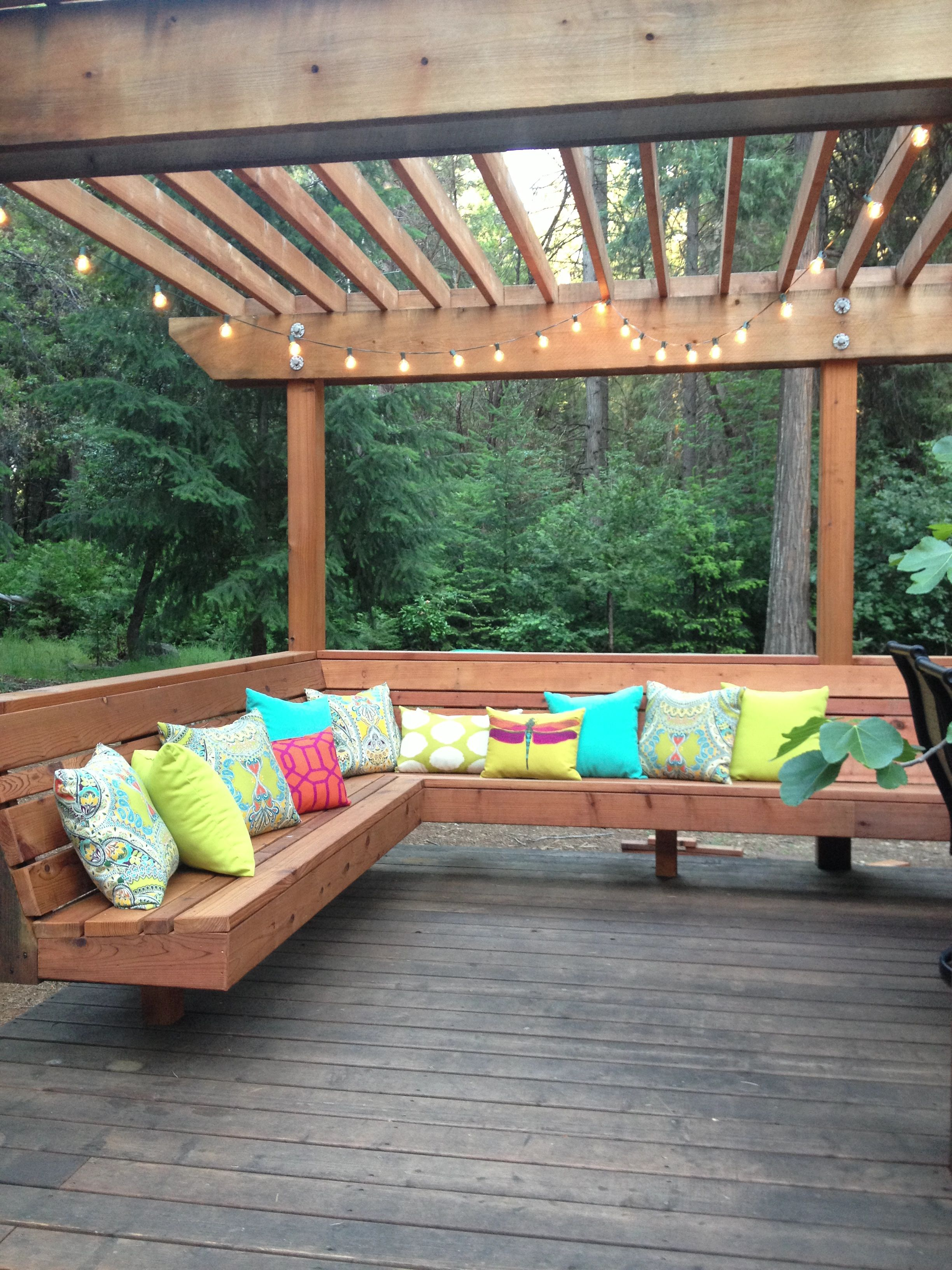 deck is complete  love the built in benches  great for entertaining