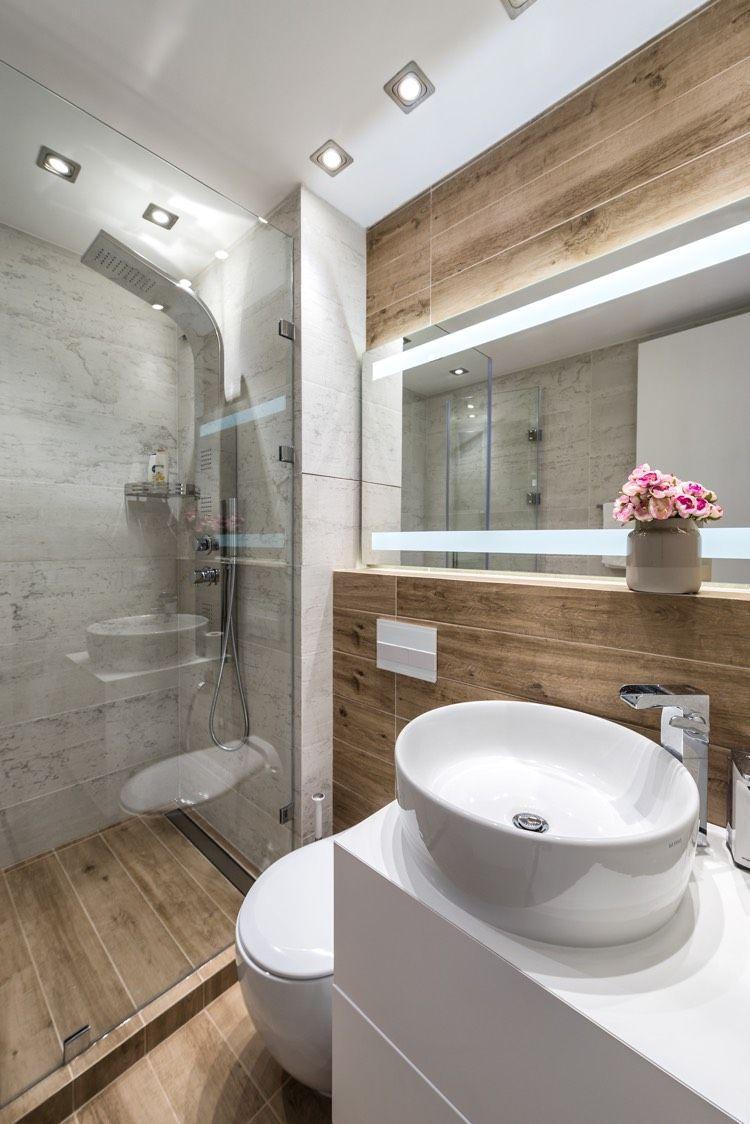 Einrichten Mit Viel Weiss Marmor Und Holz Auf 400 Quadratmetern Neueste Dekoration Badezimmer Grau Badezimmer Badezimmer Fliesen Grau