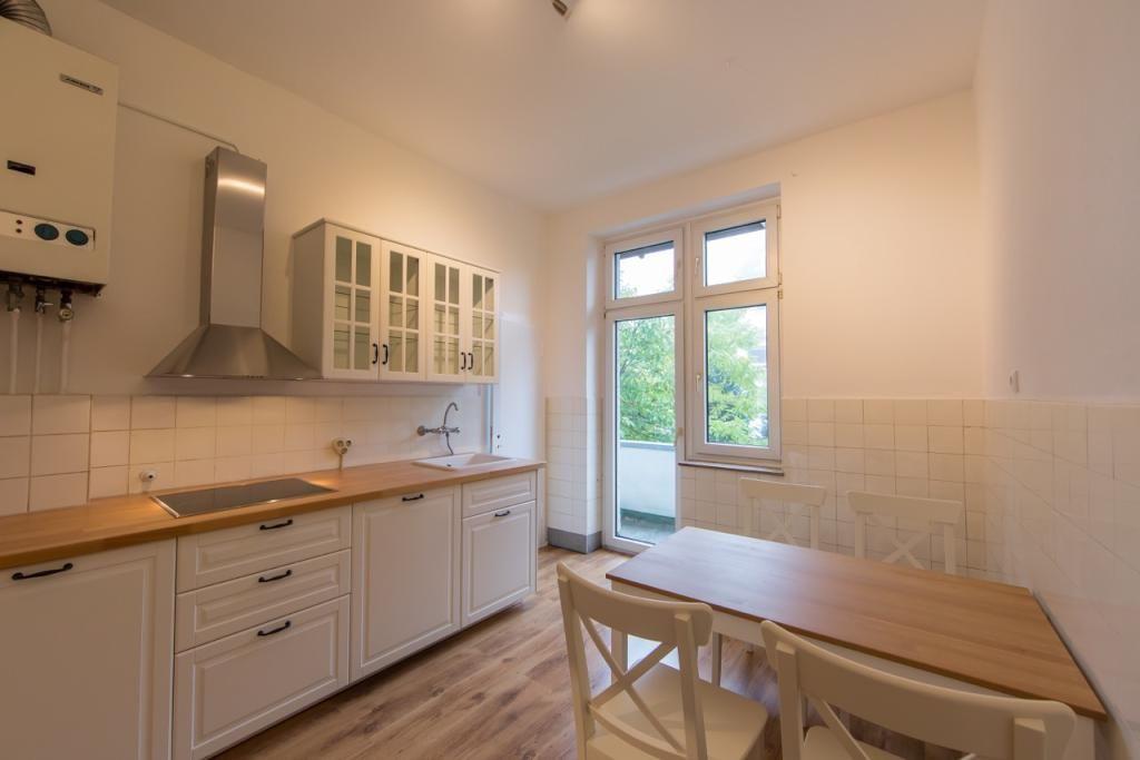 Landhausstil Helle Küche mit weißen Fronten in Kölner - esszimmer landhausstil