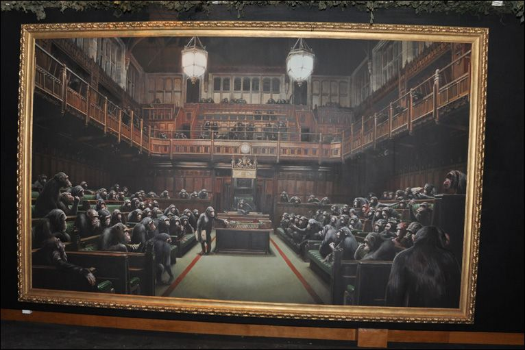 Various Sizes Canvas Wall Art Framed Print BANKSY Chimps Houses Of Parliament