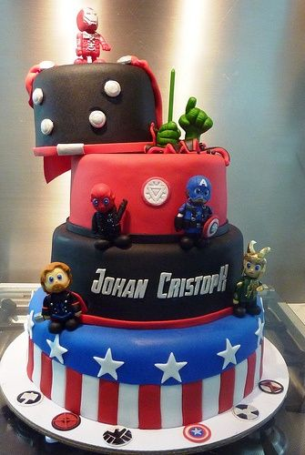 Avengers Cake - I need this for Jaxon's next birthday! Hint hint Miss Audrey, lol!
