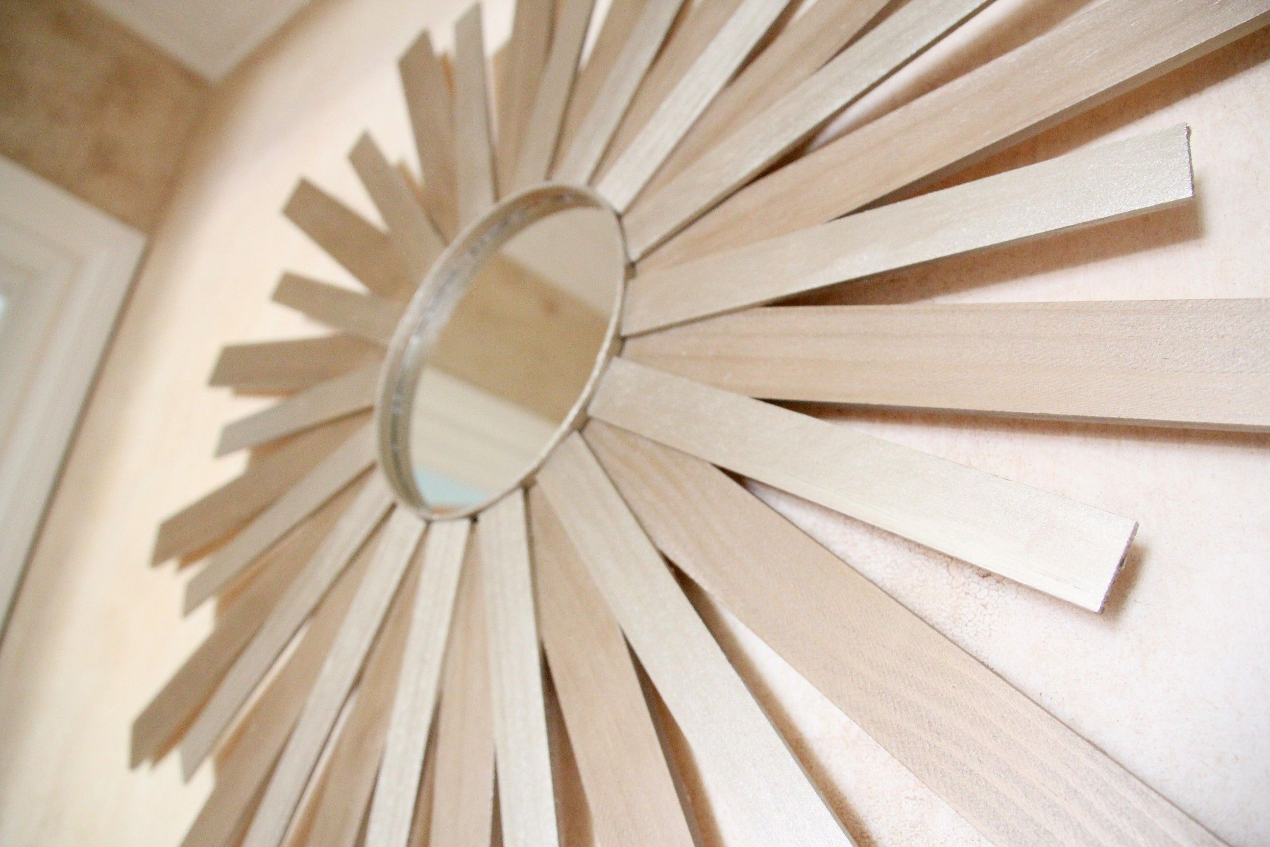another awesome sunburst mirror... really must do this!!