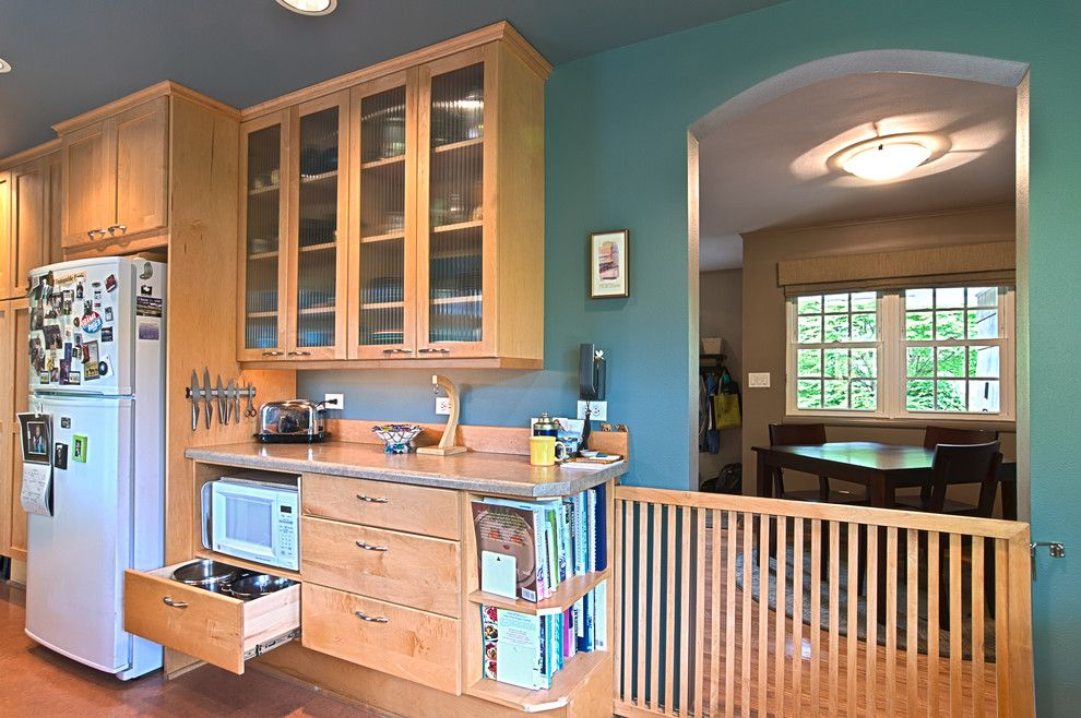 Superbe Bright Dog Gates Indoor In Kitchen Traditional With No Upper Cabinets Next  To Baby Gate Alongside