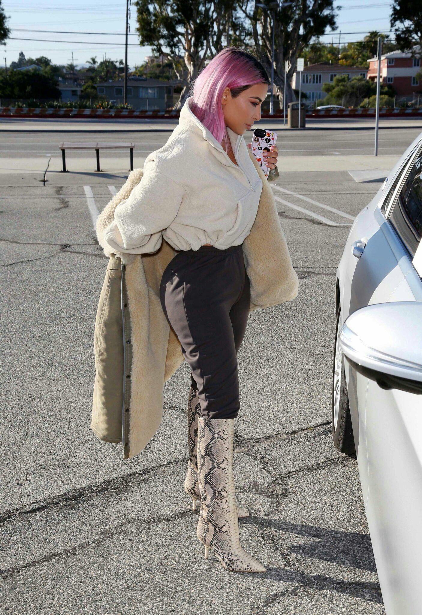 f32ea7ef6 Kim Kardashian in Los Angeles