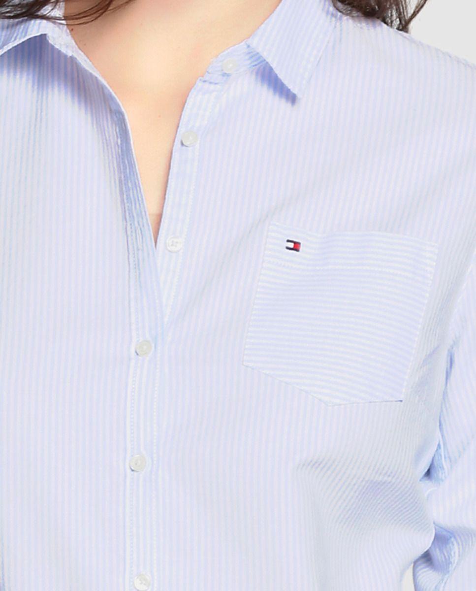 1e16f78a7 Camisa de mujer Tommy Hilfiger con rayas en azul y bolsillo ...
