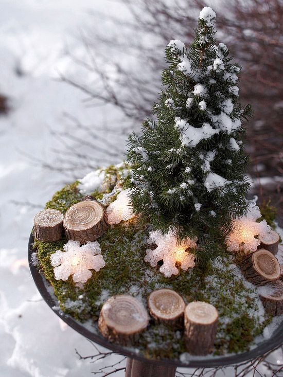 Outdoor Christmas Decorating Ideas Snowflake lights, Centerpieces