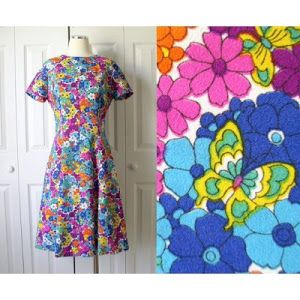 vintage-1960s-bright-colorful-floral-butterfly-mod-print-dress.jpg 300×300 pikseliä