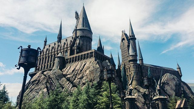 The Wizarding World Of Harry Potter In Universal Studios Osaka Who Wants To Come Here Harrypotter Universalstudios Osaka Themepark Japan Jepang