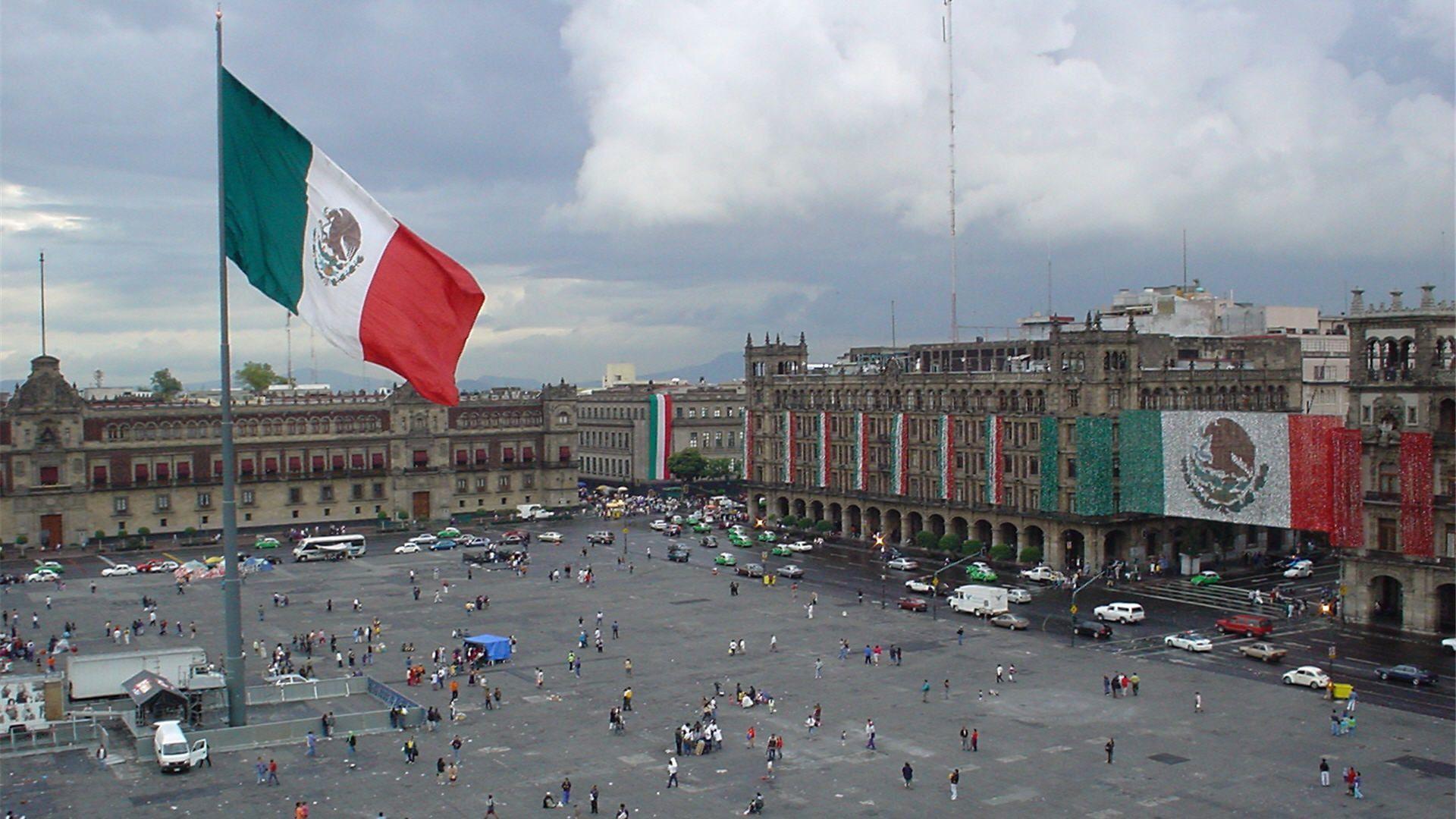 The Zocalo, Mexico City - huge Mexican Flag! | Mexico, 31 ...