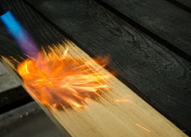 Holz Altern mit einem gasbrenner kann das holz altern diy möbel