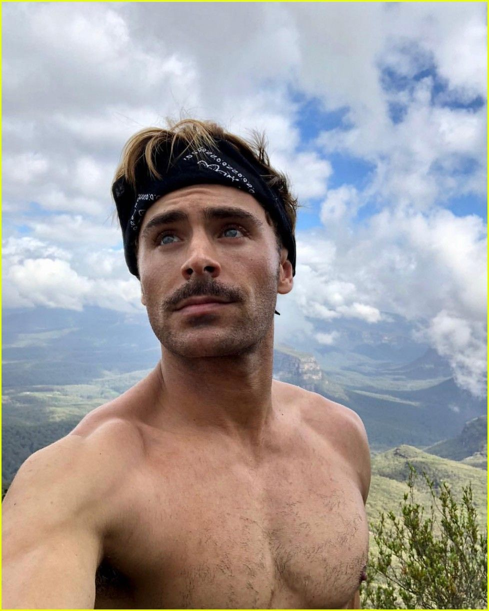 Zac Efron Goes Shirtless for His Christmas Day Hike! | Зак ...