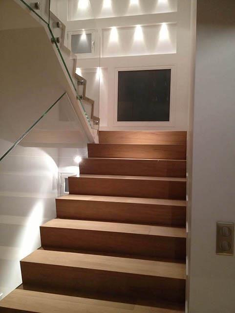 Escalier en bois avec garde corps en verre zanella villa pinterest escalier bois garde - Escalier bois interieur ...
