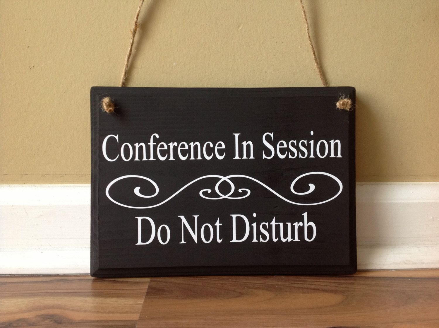 Conference room sign in session do not disturb class door