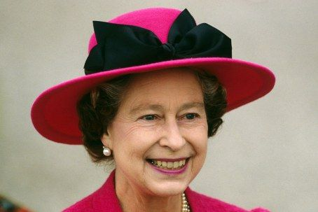 Queen Elizabeth, April 1989 in Frederick Fox   The Royal Hats Blog
