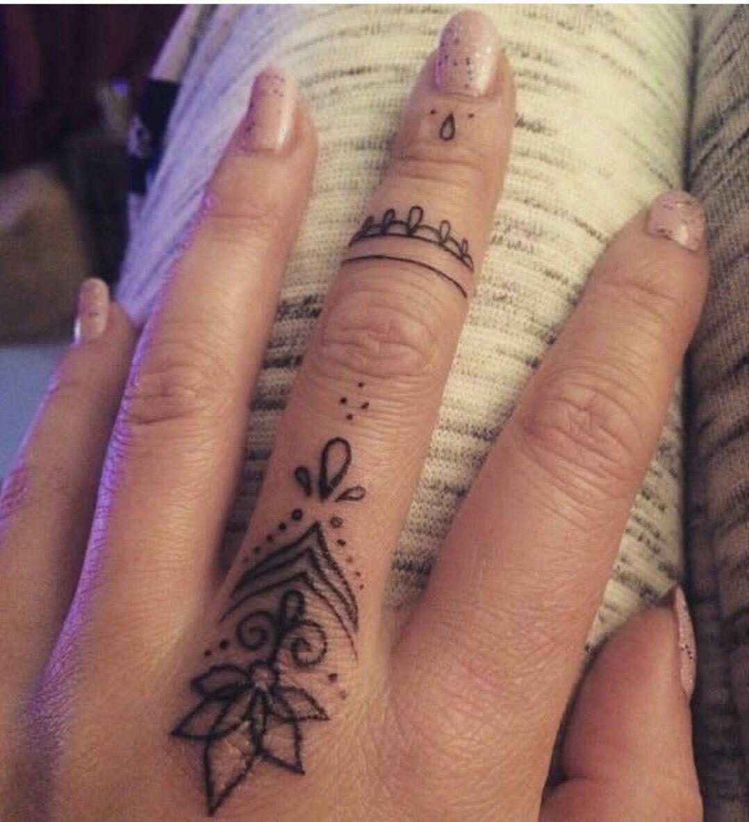 Melain Afro Tatto Ideas Finger Tattoo Designs Finger Tattoos Hand Tattoos