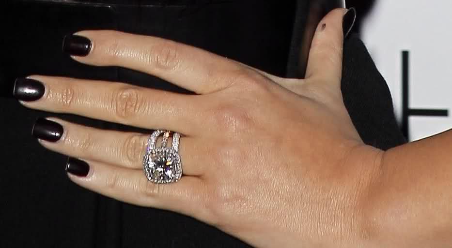 Khloe Kardashian Adds Halo Wedding 30lifr4 Ring Rings
