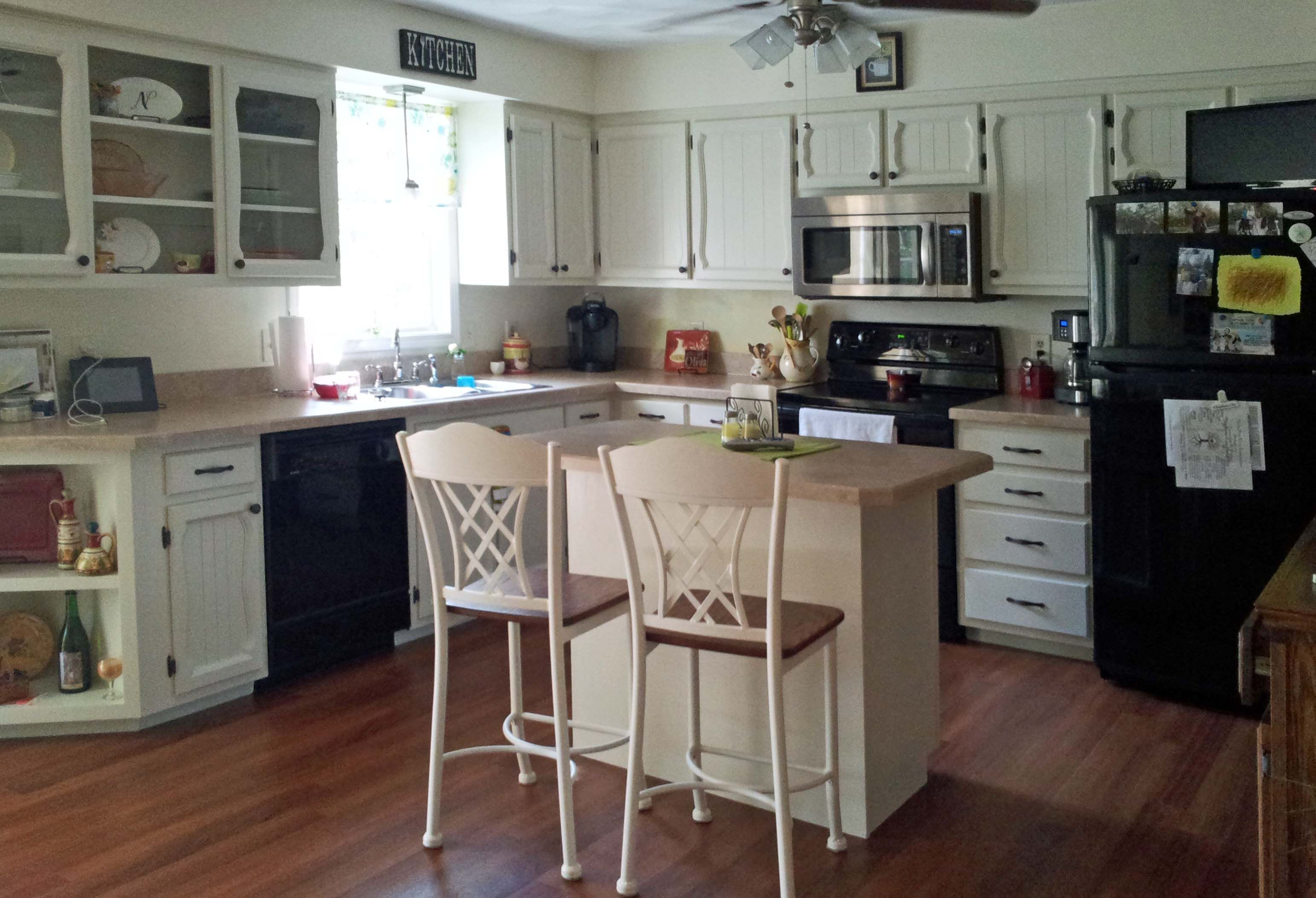 White Kitchen With Black Appliances Looks Mismatched Why Didn T I Buy Stainless Appliances Kitchen Design Small Kitchen Cabinets Kitchen Remodel