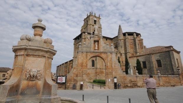 Once iglesias grandes como catedrales en pequeños pueblos de España