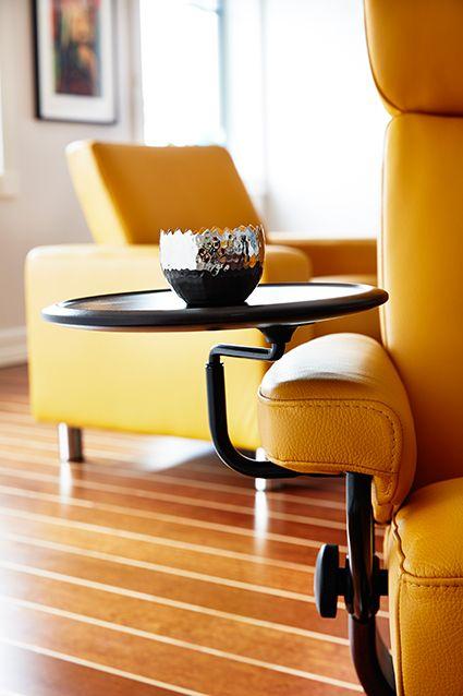 Mit Dem Praktischen, Innovativen Stressless Swingtisch Steigern Sie Ihren  Comfort In Einem Stressless Sessel.
