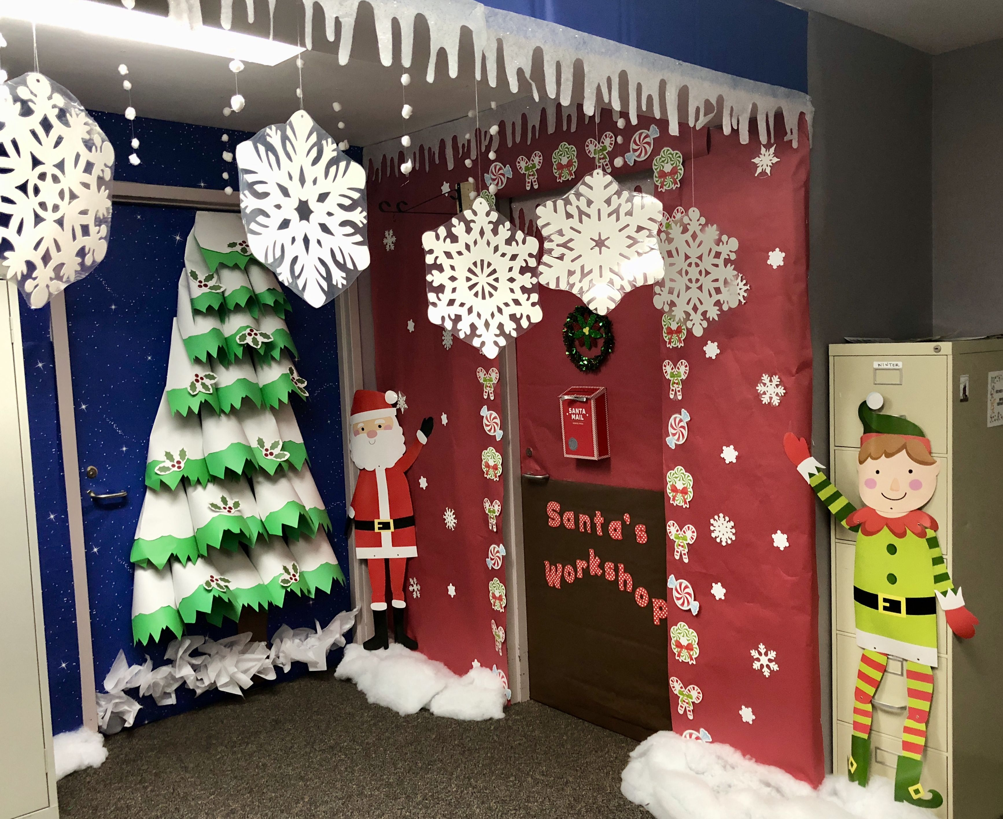 Santa\u0027s Workshop school decoration idea. ❤️ Christmas