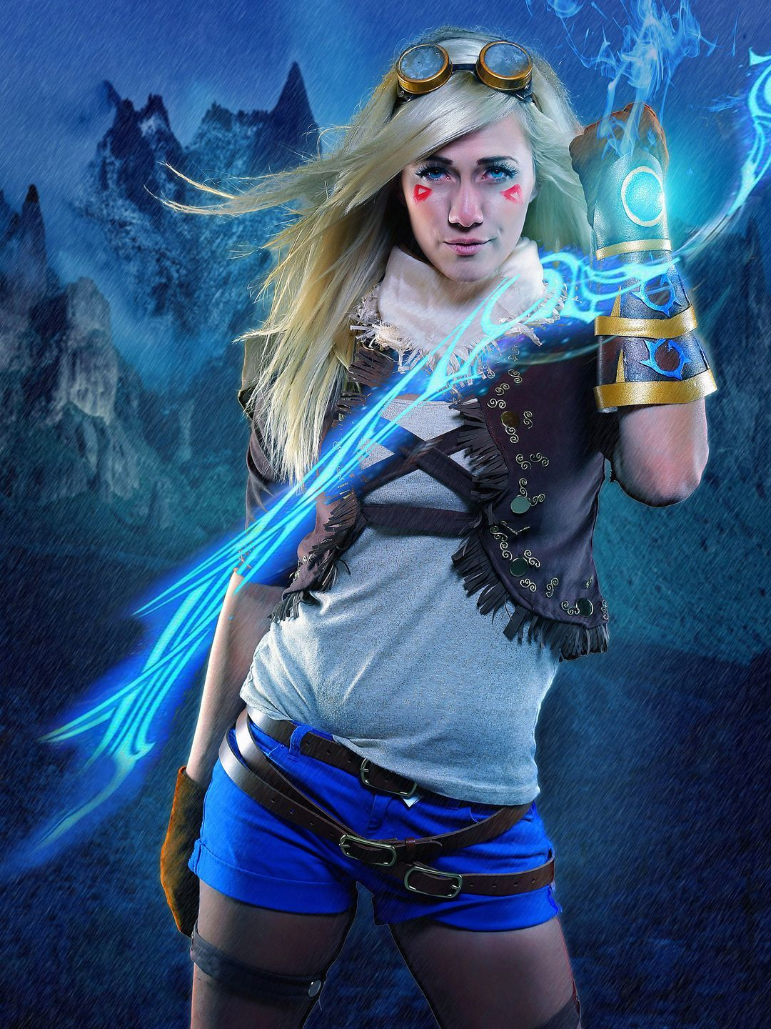 Lindsay Elyse cosplays as Ezreal from League of Legends ...